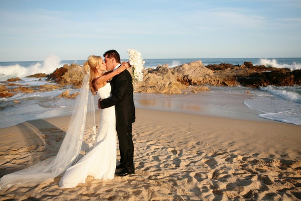 couple kisses on Mexico beach