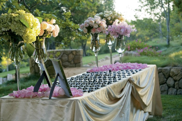 Gold linens topped with silver luggage tags