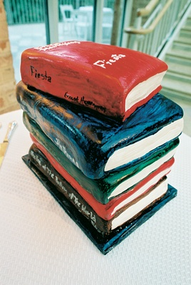 Cake decorated like a stack of books