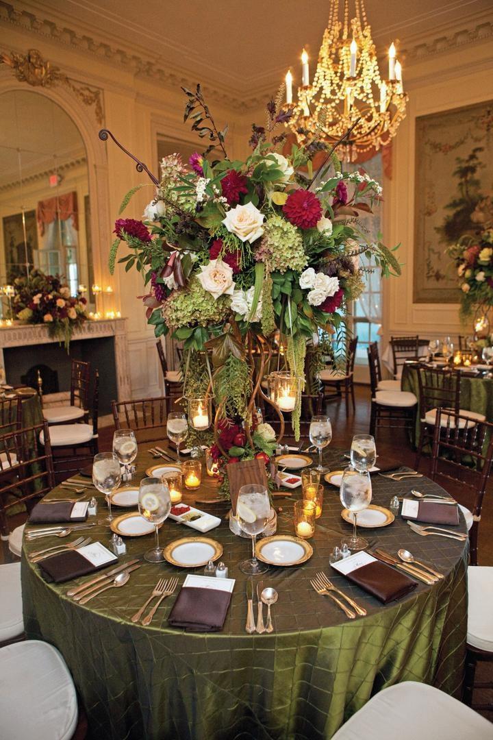Christmas color wedding reception tables