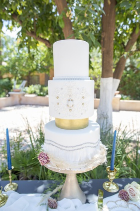 1920s inspired styled shoot white wedding cake with metallic details