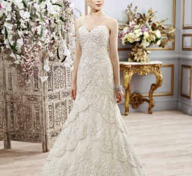 Lace scallop wedding dress with sweetheart neckline by Val Stefani