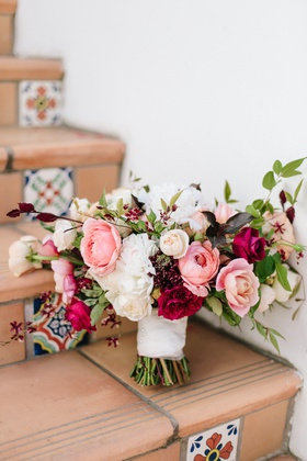fall bouquet inspiration, white, peach, blush, and burgundy flowers, bouquet on spanish steps