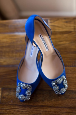 wedding shoes bright blue royal blue manolo blahnik bridal heels with silver buckles