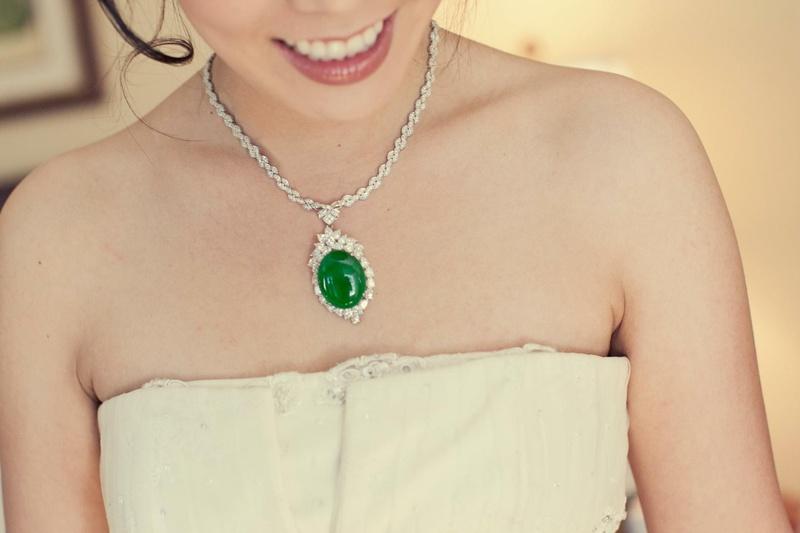 Bride wearing something borrowed jewelry