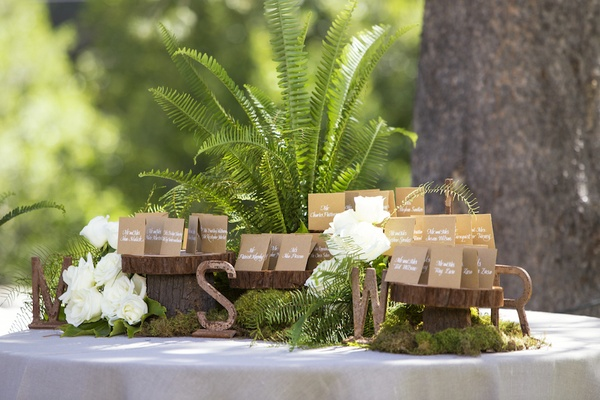 Tree trunk slabs topped with brown seating cards