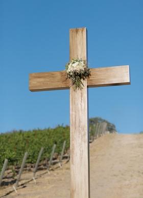 Large cross displayed at vineyard wedding