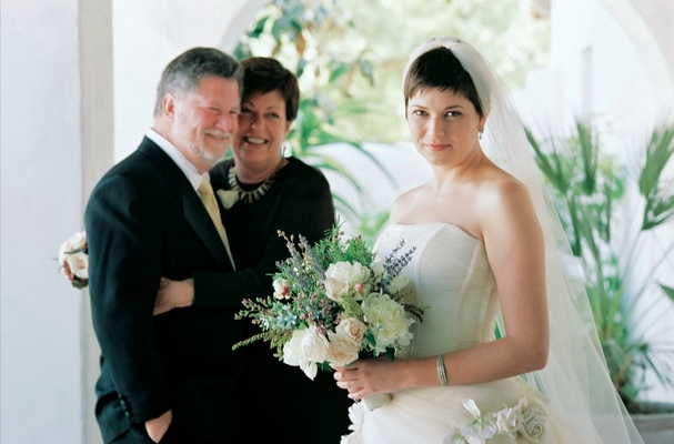 Bride with short hair in front of her parents