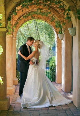 Jeff Bridges' daughter and husband under arch