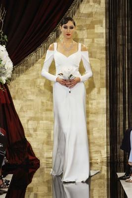a long sleeve dress 1920