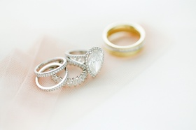 Pear-shaped engagement ring with split shank