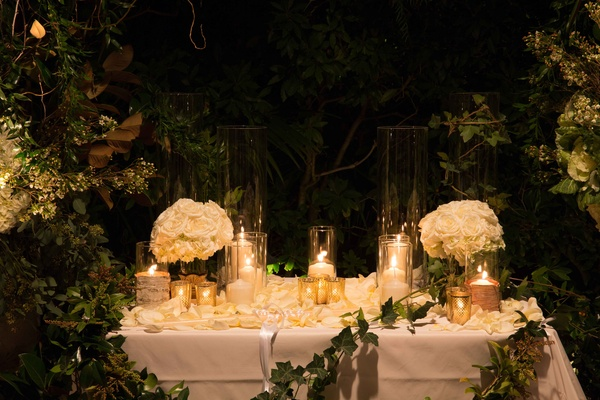 Fairy Tale Winter Wedding With White amp Gold Dcor In Beverly Hills Inside Weddings