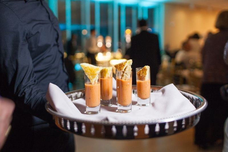 mini grilled cheese with tomato soup shooters, late night snacks at wedding reception
