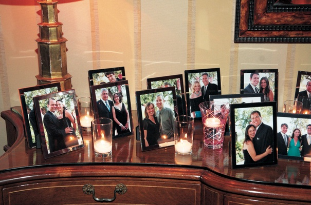 Picture frame wedding favors with photos