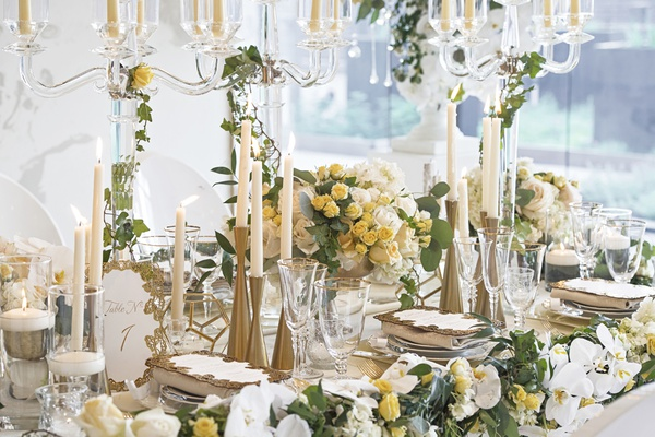gold hourglass shaped candlesticks at wedding reception, modern gold candlesticks