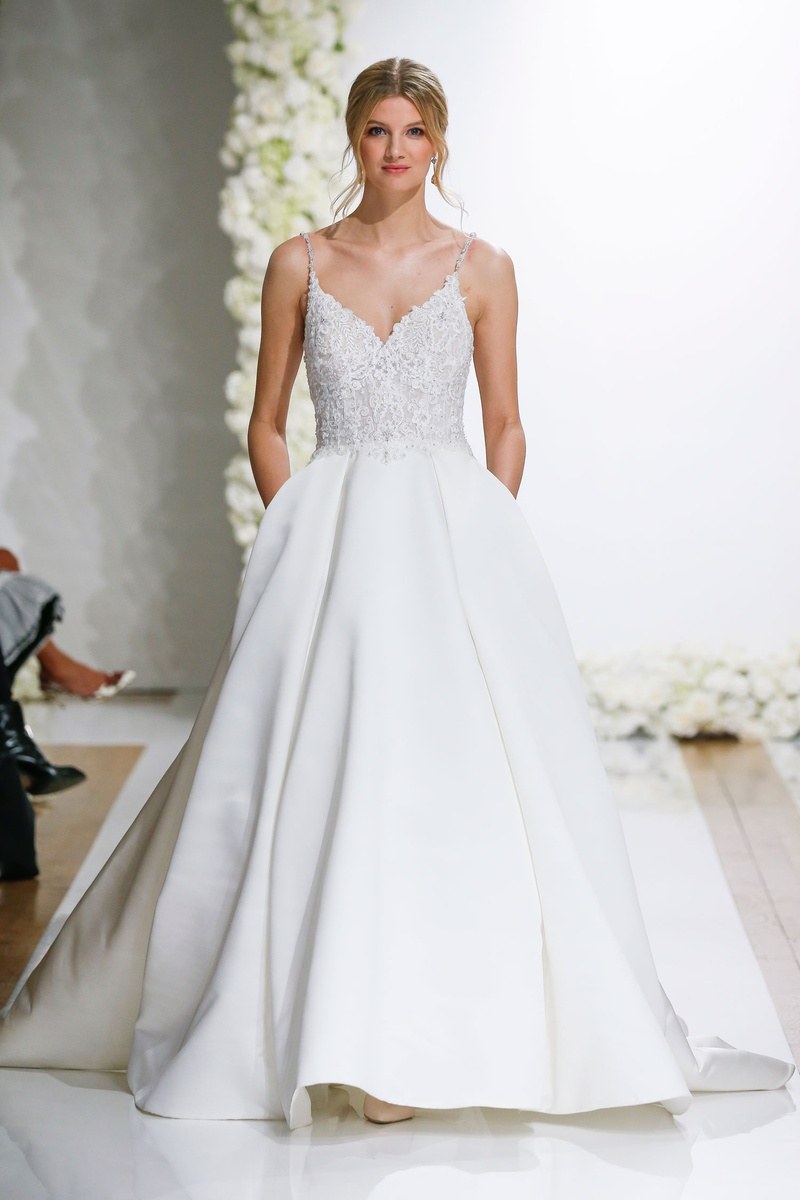 Wedding Dresses Photos - \