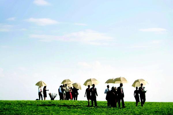 Wedding guests walk to outdoor ceremony