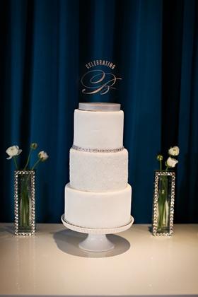 Three flavor white cake with shiny vases