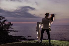 wedding portrait couple shot ideas purple and pink sky ocean hawaii destination wedding photo