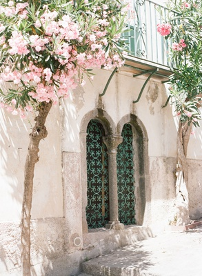 Wedding venue destination wedding ravello italy amalfi coast pink flowers green door