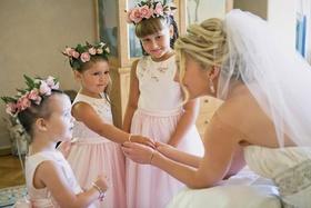 Jeff Bridges' daughter with cute flower girls