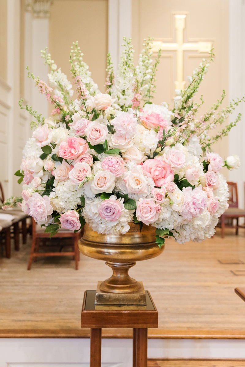 blush roses, ivory flowers, snapdragons, blush and ivory ceremony arrangements in brass stand
