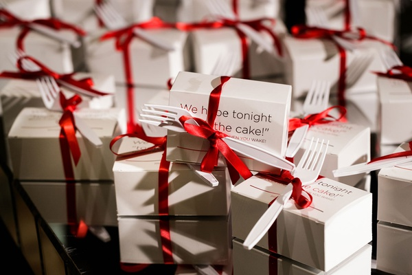 wedding favors leftover cake in box fork red ribbon for when you wake up sweet treat favor
