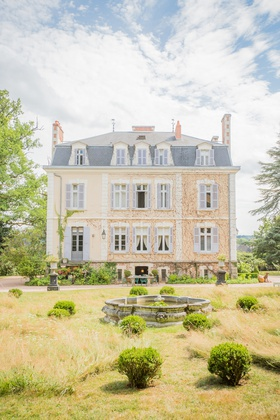 wedding venue destination wedding in France La Creuzette pretty landscaping grounds