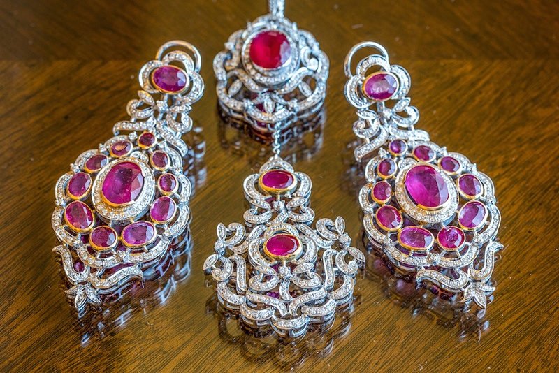 Pink and diamond earrings and maang tikka