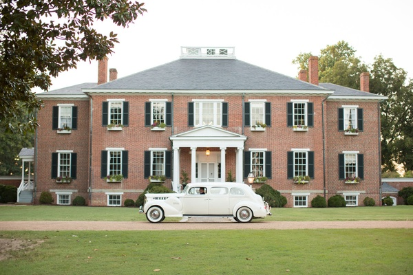 Wedding venue plantation in Virginia with classic long car for bride and groom wedding transportatio