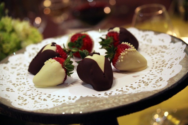 Chocolate strawberries that look like tuxedos