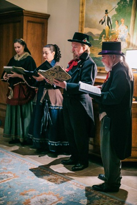 winter wedding entertainment ideas christmas carolers in traditional garb holiday wedding theme