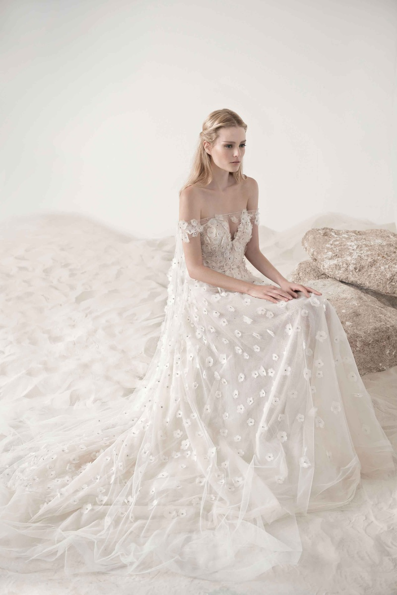 Wedding Dress with Embroidered Lace Pearls Flowers