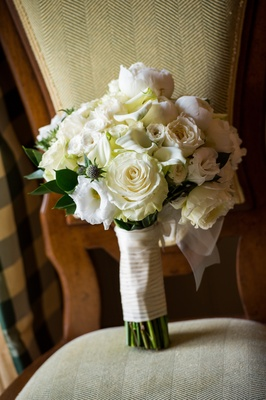 Brides bouquet of white flowers