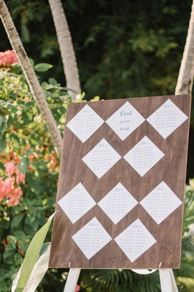 Destination wedding seating charg white diamonds on wood sign find your seat table separations