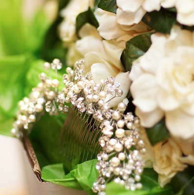 Wedding hair comb with pearls and crystals