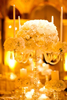 Fancy wedding decorations candleholder with white flowers