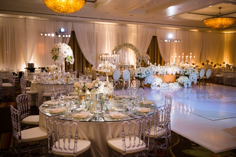 Reception décor photos round table with low centerpiece