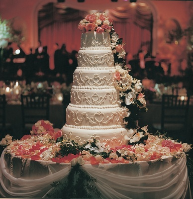 White wedding cake with pink and ivory roses