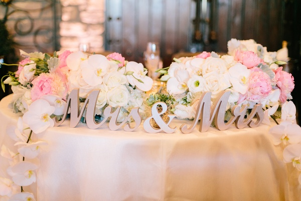 gold laser-cut mrs and mrs sign for same-sex wedding sweetheart table