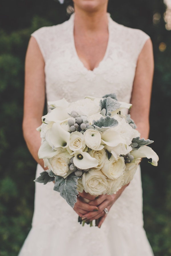 Textured bridal bouquet with berries and calla lily