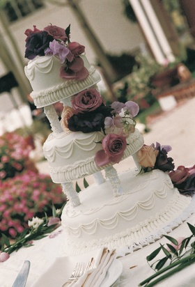 Columns between tiers and floral decoration