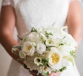 Simple Ivory Bouquet