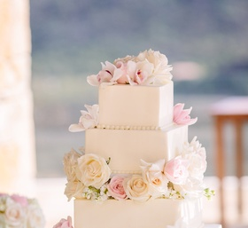 wedding cake with clean lines, square tiers, fresh flowers