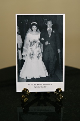 Black and white photo of bride's grandpa and grandma wedding family photos reception cocktail hour