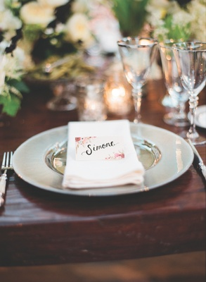Wedding reception place card with rosy vintage flowers