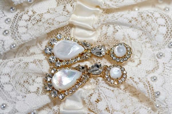 Pearl earrings yellow gold diamond halo design teardrop drop jewelry
