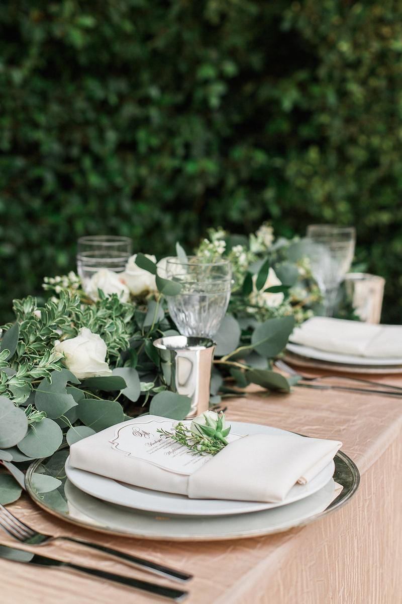 Reception d cor photos elegant place setting for garden for Garden wedding table settings