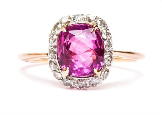 """Edwardian """"Magnolia"""" ring in 18K yellow gold and platinum featuring a 3.00ct cushion-cut pink sapphi"""
