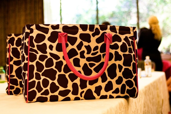 Giraffe print beauty bags for bridesmaids with pink handles